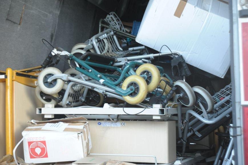 """""""Укрзалізниця"""" предоставила багажный вагон для перевозки медицинского оборудования для участников АТО, фото-2"""