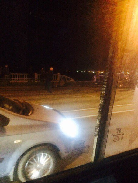 В Днепропетровске машина слетела с Нового моста в Днепр (ФОТО) (фото) - фото 1