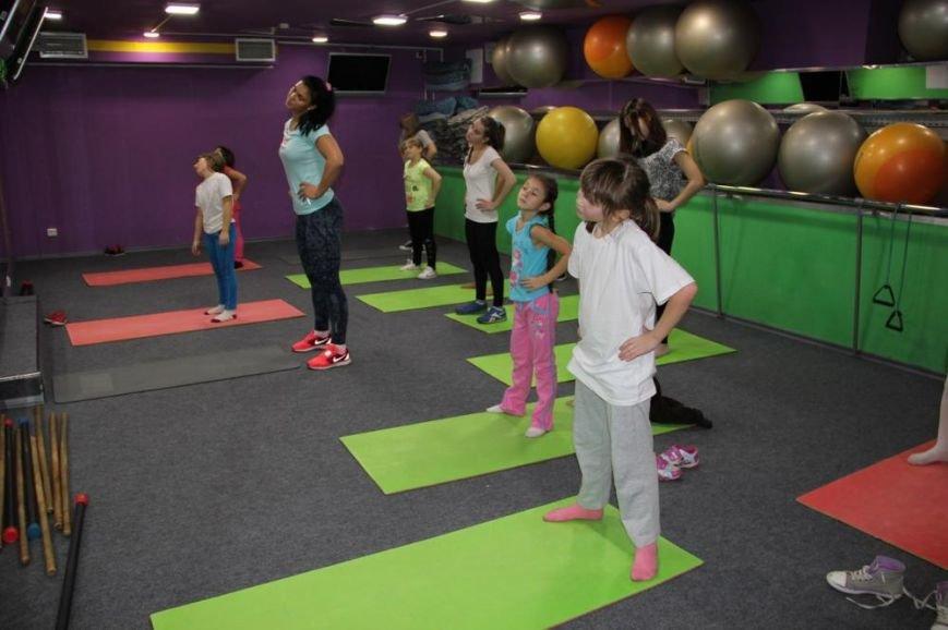 Детям из Деревни SOS подарили спортивно-развлекательный праздник (фото) - фото 1