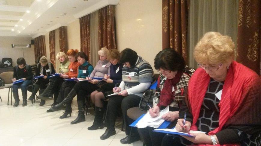 В Кривом Роге 160 врачей и медсестер прошли тренинги по толерантному отношению к людям, живущим с ВИЧ (ФОТО), фото-2