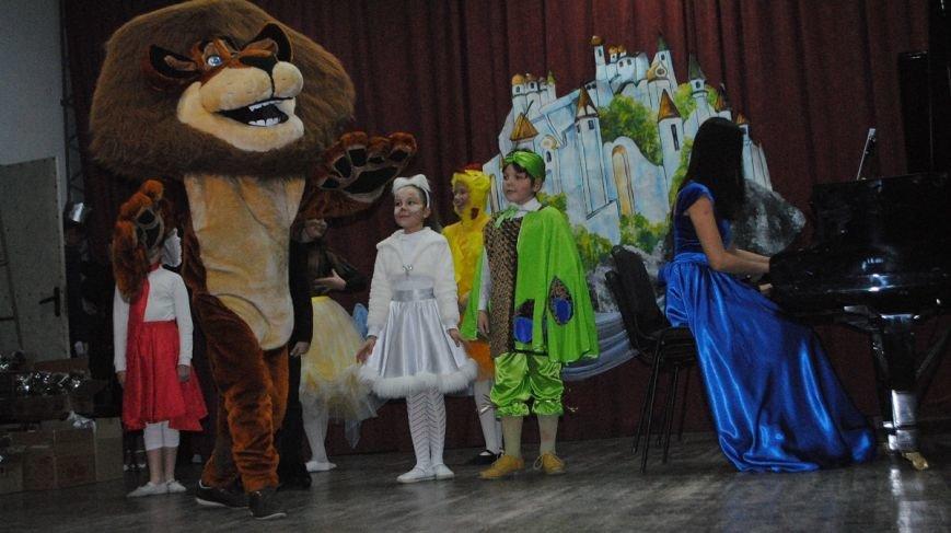 При поддержке «Единой России» в Ялте прошел благотворительный концерт «В гостях у сказки» (фото) - фото 1