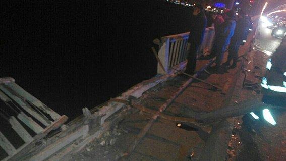 В Днепропетровске вследствие ДТП на Новом мосту погибли 2 человека (фото) - фото 2