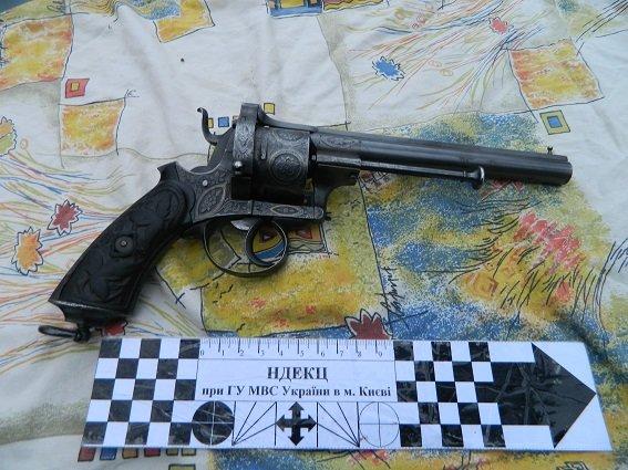 В Подольском районе полицейские задержали автомобиль с оружием и наркотиками (ФОТО) (фото) - фото 2