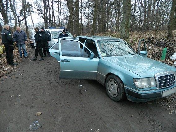 В Подольском районе полицейские задержали автомобиль с оружием и наркотиками (ФОТО) (фото) - фото 4