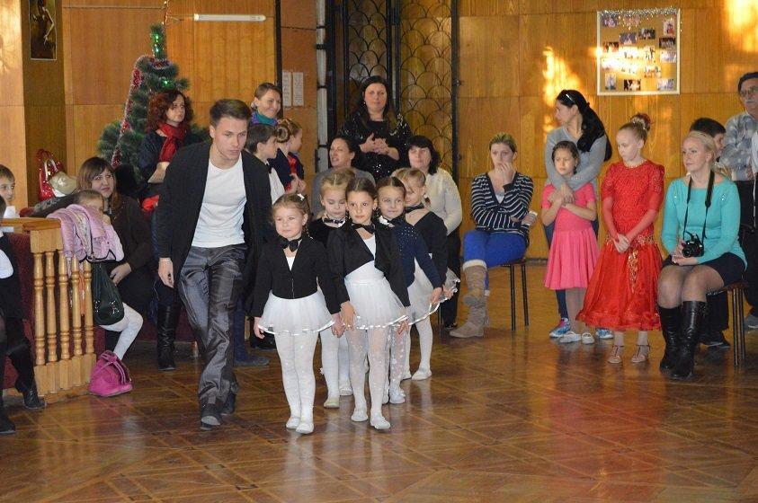 Юные артисты Гаспры и Кореиза в санатории «Родина» дарили зрителю танцевально – музыкальное «Новогоднее ассорти», фото-2