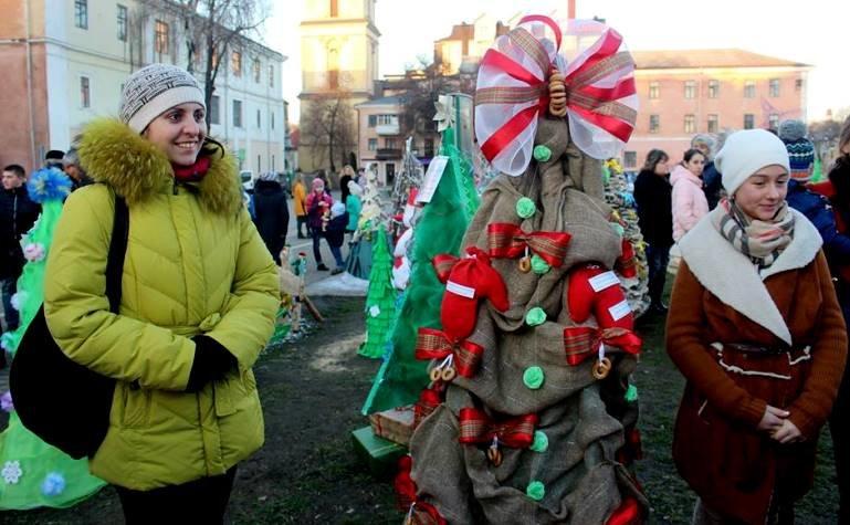 «Еко-ялинки» розмістились на площі Польський ринок Кам'янця (Фото) (фото) - фото 7