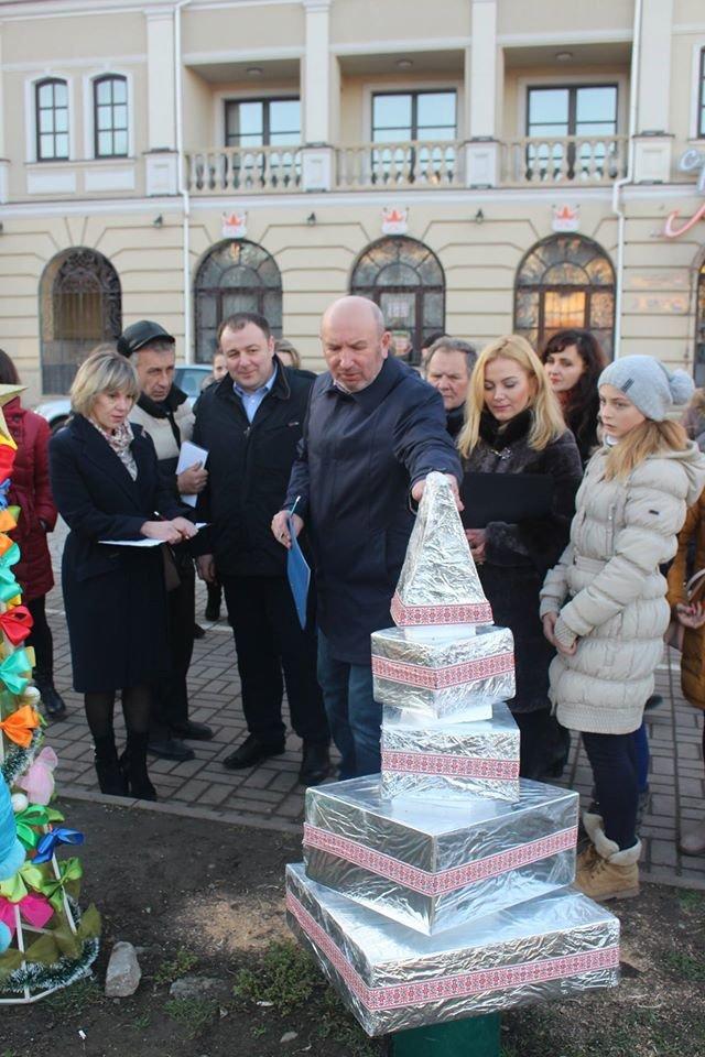 «Еко-ялинки» розмістились на площі Польський ринок Кам'янця (Фото) (фото) - фото 1