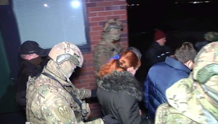 Геннадия Корбана в сопровождению правоохранителей доставили в Киеве (фото) - фото 3