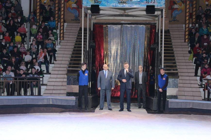В Симферопольском цирке открылась Новогодняя елка (ФОТО) (фото) - фото 1