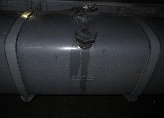 В Полтавской области из грузовика кировоградца украли все топливо (ФОТО) (фото) - фото 1