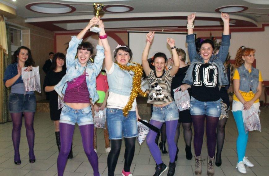 Власти Батайска отметили Новый год корпоративом в стиле лихих 90-х (фото) - фото 3