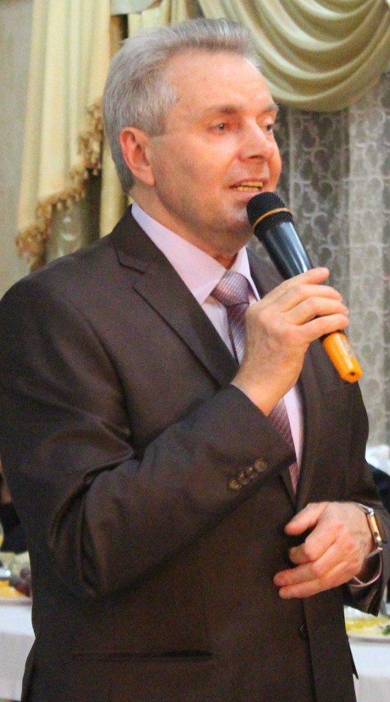 Власти Батайска отметили Новый год корпоративом в стиле лихих 90-х (фото) - фото 1