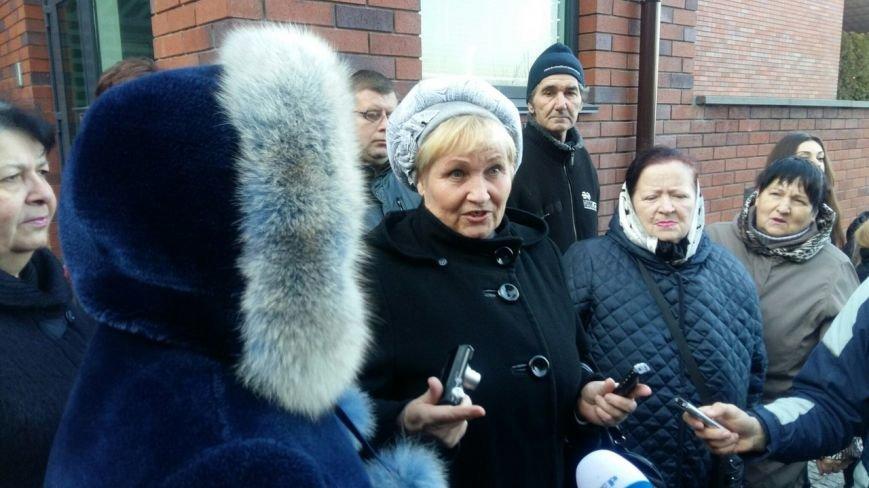 Под домом Корбана в Днепропетровске собрался небольшой митинг (ФОТО) (фото) - фото 1