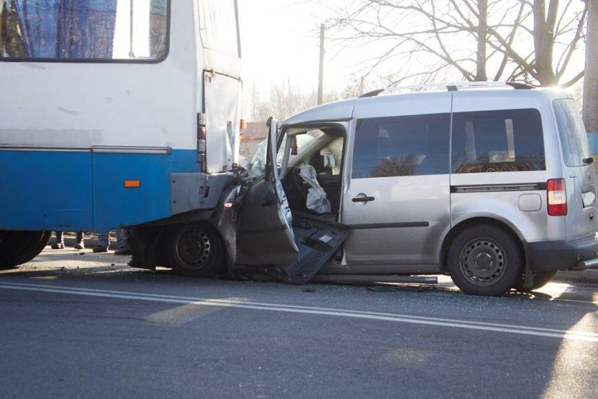 В Днепродзержинске на проспекте Юбилейном произошло ДТП с участием легкового авто и автобуса, фото-2