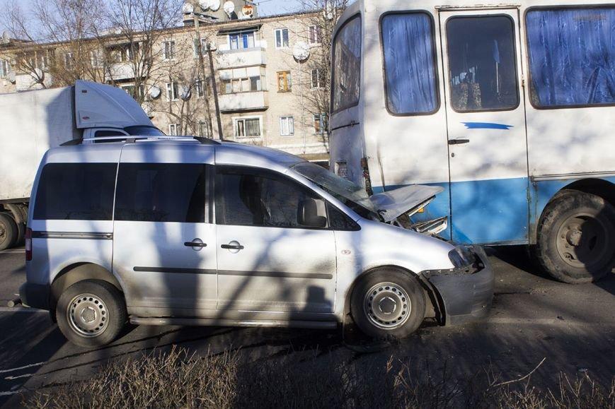 В Днепродзержинске на проспекте Юбилейном произошло ДТП с участием легкового авто и автобуса, фото-4