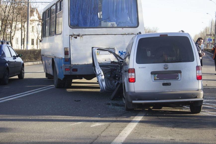 В Днепродзержинске на проспекте Юбилейном произошло ДТП с участием легкового авто и автобуса, фото-5