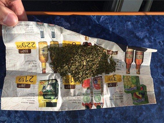 Затримано калушанина, який продавав наркотики у власній квартирі (ФОТО) (фото) - фото 1