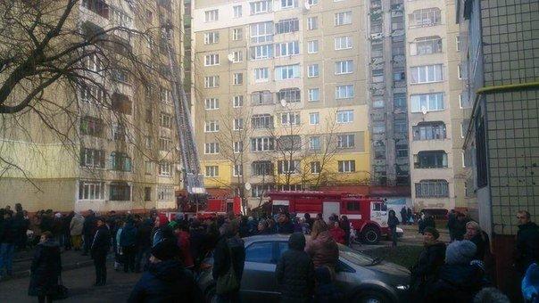 На Сихові горить квартира у багатоповерхівці. Опубліковані фото з місця пожежі (ФОТО) (фото) - фото 1