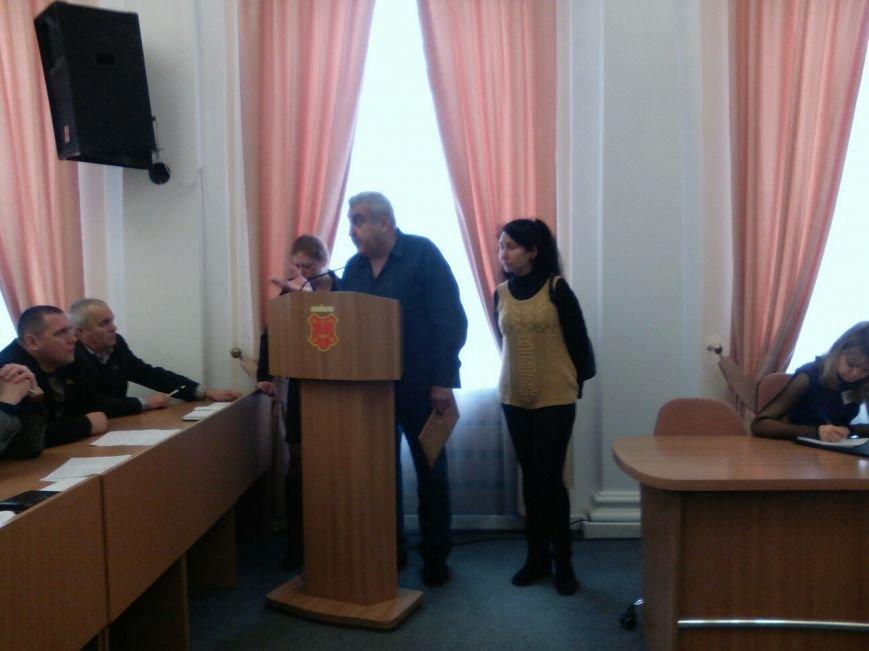 Сесія Полтавської міської ради: цукрова голівка, оргії в школі та вибиті двері (фото) - фото 1