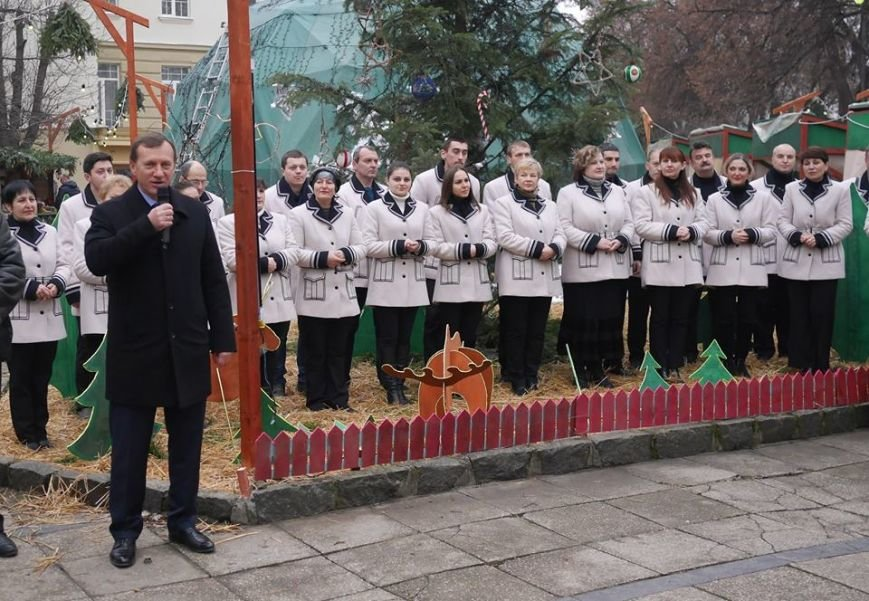 В  Ужгороді на різдвяному ярмарку віншував Закарпатський народний хор (ФОТО) (фото) - фото 1