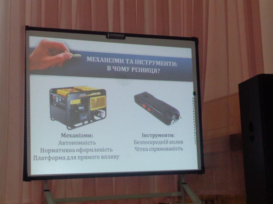 «Це місто належить тільки громаді» - в Красноармейске учат контролировать местную власть (фото) - фото 14