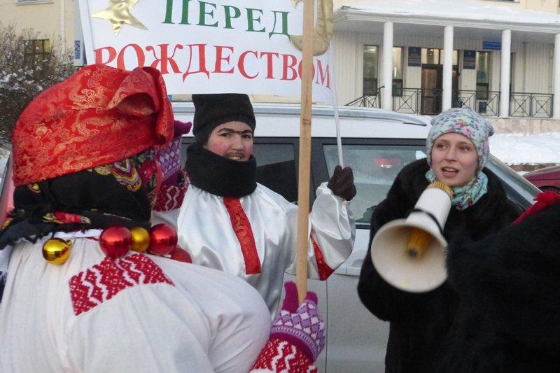 По Сыктывкару открыли главную елку (фото) - фото 1