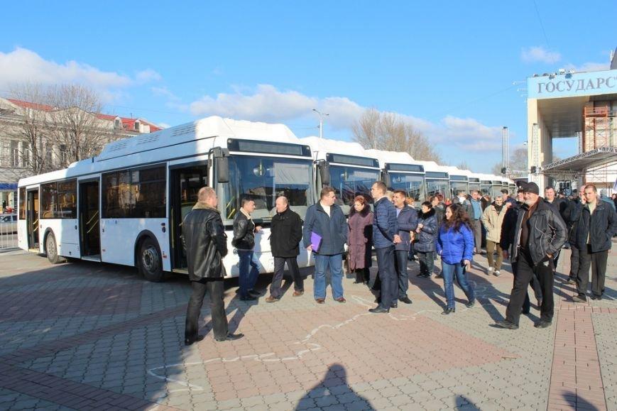 Симферополь получил современные низкопольные автобусы, оснащенные видеокамерами и микролифтами (ФОТО) (фото) - фото 2