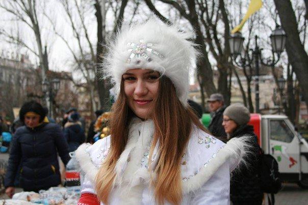 Одесские «правосеки» с патриотическим Дедом Морозом собирают деньги на ДУК (ФОТО) (фото) - фото 1
