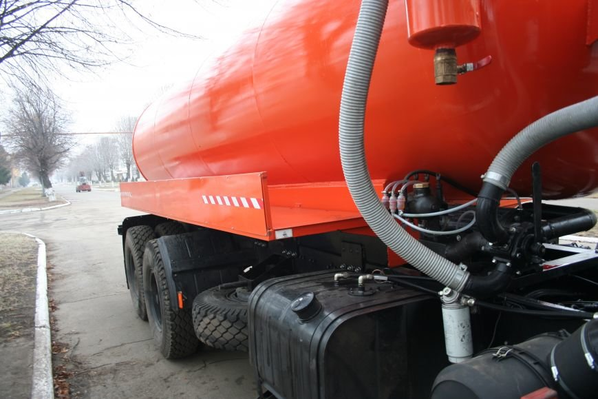 Кременчугские вакуумные ассенизаторы КрАЗ отправились чистить Днепропетровск, фото-1