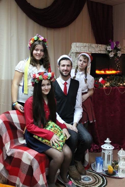 """В Мариуполе более 100 сартанских детей устроили """"Рождество у камина"""" (ФОТО), фото-3"""
