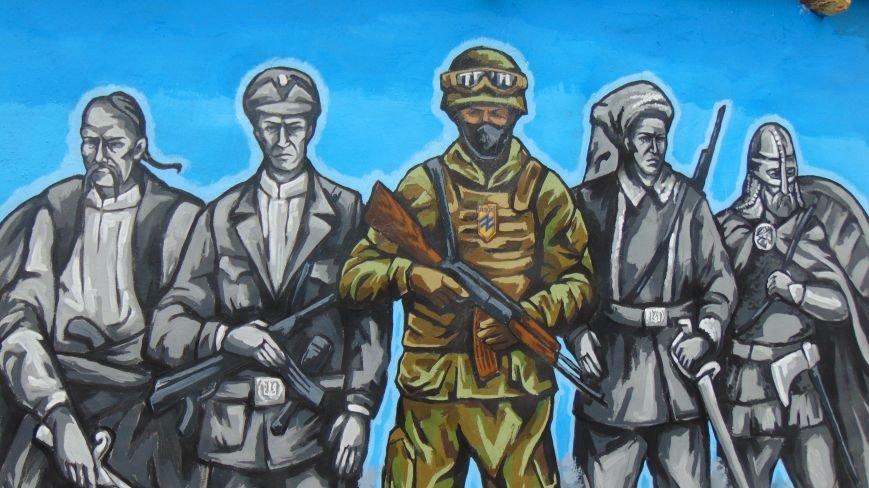 В Мариуполе вооруженные азовцы охраняли открытие новой достопримечательности (ФОТОФАКТ) (фото) - фото 1