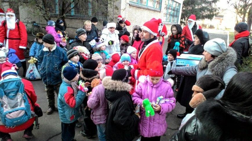 Велопробег Дедов Морозов проспектами Кривого Рога стал новогодним сюрпризом для взрослых и детей (ФОТО), фото-13