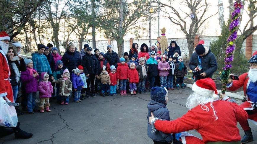 Велопробег Дедов Морозов проспектами Кривого Рога стал новогодним сюрпризом для взрослых и детей (ФОТО), фото-5