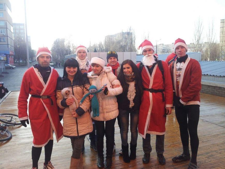 Велопробег Дедов Морозов проспектами Кривого Рога стал новогодним сюрпризом для взрослых и детей (ФОТО), фото-4