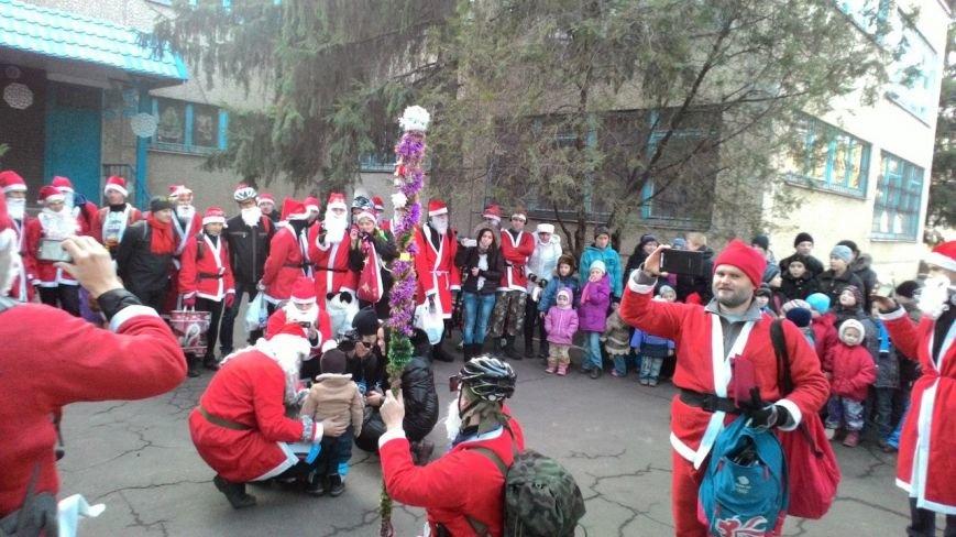 Велопробег Дедов Морозов проспектами Кривого Рога стал новогодним сюрпризом для взрослых и детей (ФОТО) (фото) - фото 1