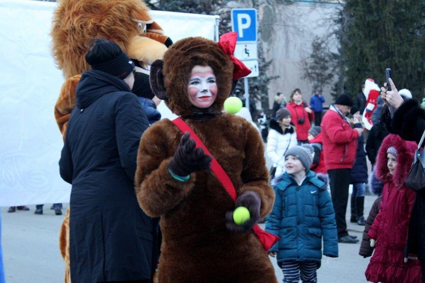 В Белгороде прошёл парад Дедов Морозов и Снегурочек, фото-5