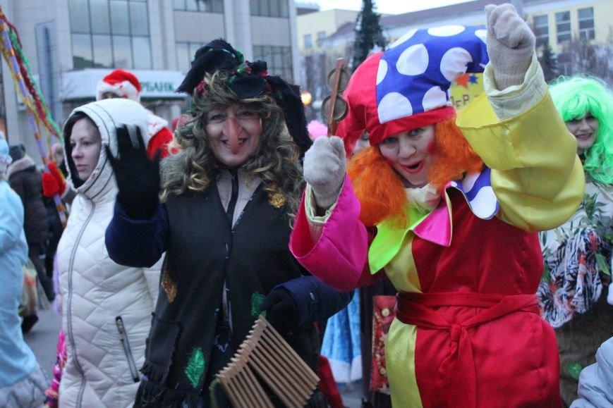 В Белгороде прошёл парад Дедов Морозов и Снегурочек, фото-2