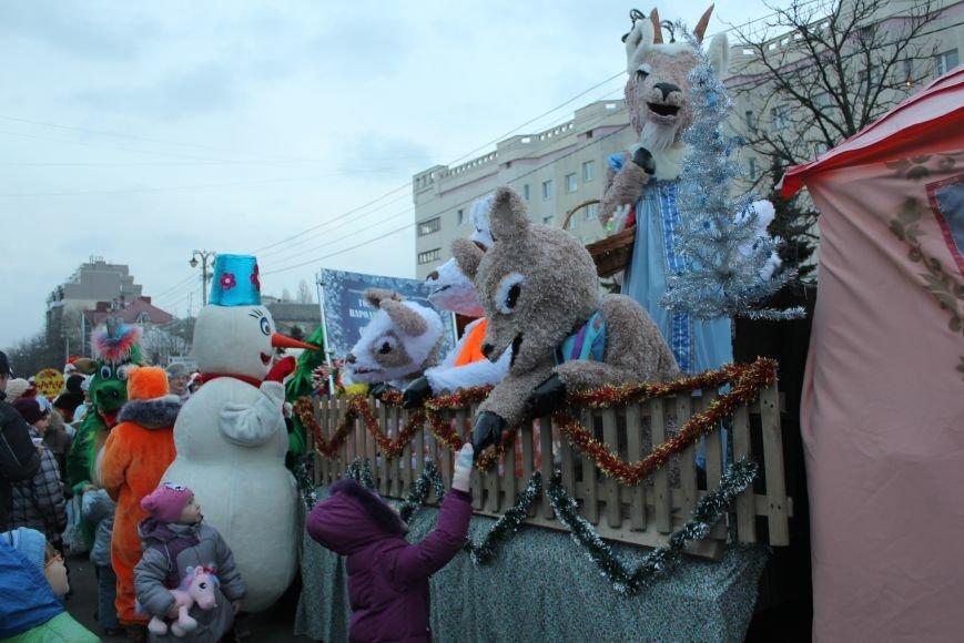В Белгороде прошёл парад Дедов Морозов и Снегурочек, фото-3