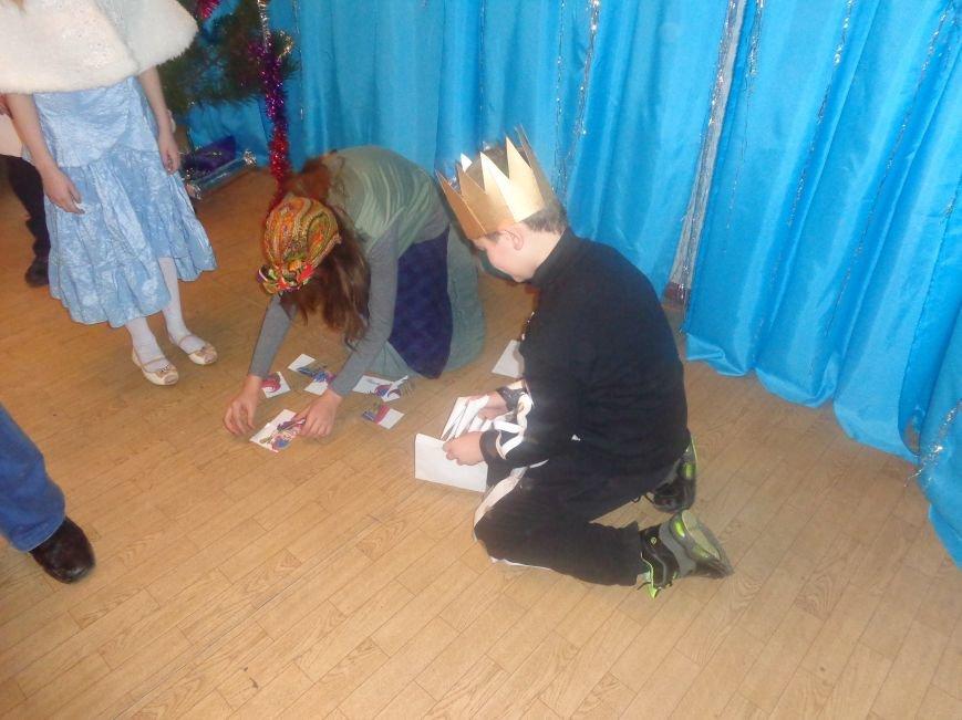 Душевно, ярко и творчески: в клубе «Ровесник» в Красноармейске прошел новогодний детский утренник (фото) - фото 11