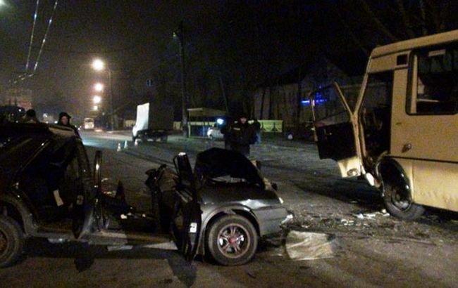 ДТП в Чернигове: машина врезалась в маршрутку, фото-5