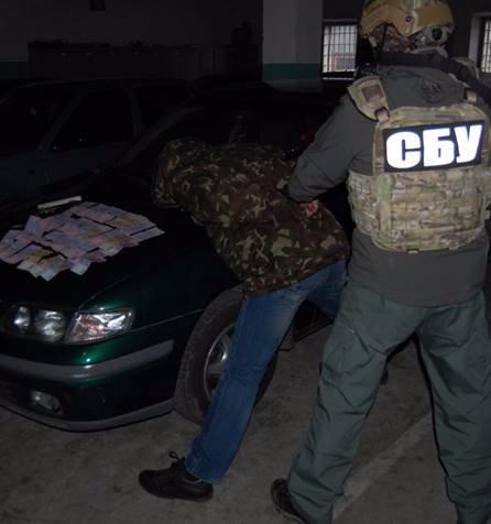 Замкомандир Черниговского погранотряда задержан за взятку (фото) - фото 1