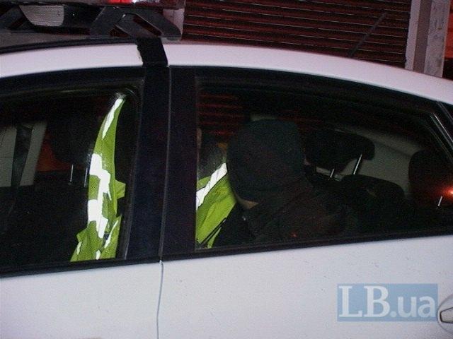В Киеве пьяный водитель на BMW протаранил отбойник (ФОТО) (фото) - фото 1