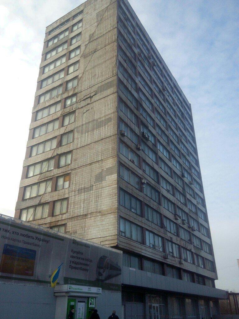 Мариуполь остался без самой высокой елки в Украине (ФОТО) (фото) - фото 1