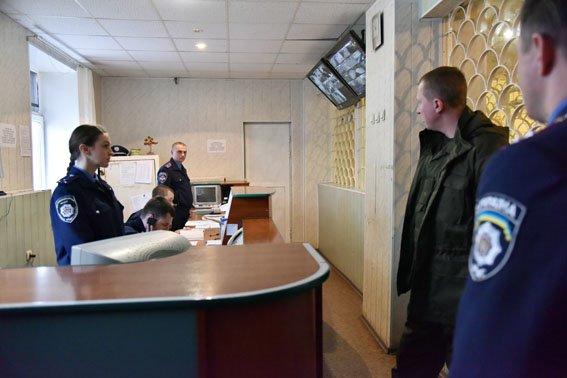Ненерал проверил, как работают полицейские-переселенцы (фото) - фото 1
