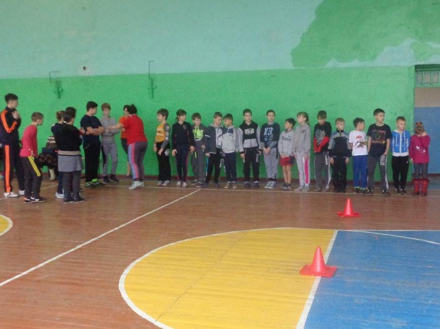 Сегодня в Красноармейске для детей переселенцев состоялись «Веселые старты» (фото) - фото 1