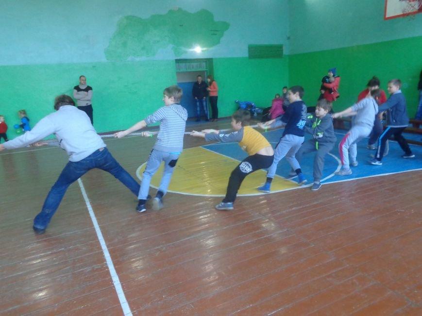 Сегодня в Красноармейске для детей переселенцев состоялись «Веселые старты» (фото) - фото 9