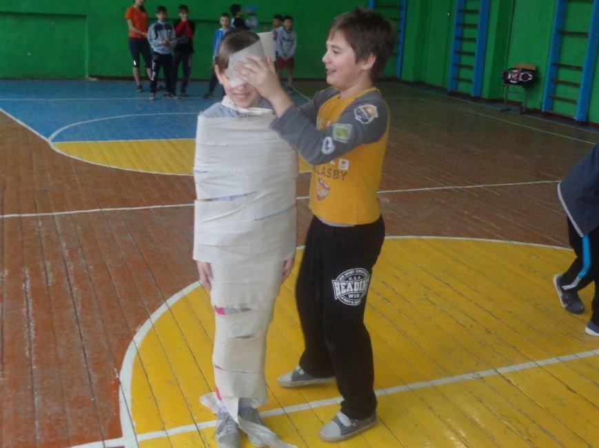 Сегодня в Красноармейске для детей переселенцев состоялись «Веселые старты» (фото) - фото 11