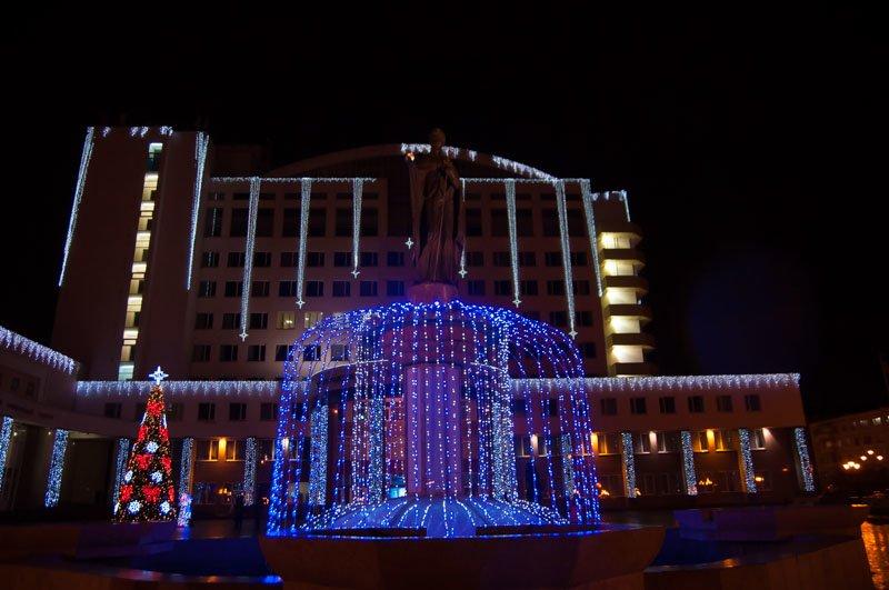 Предновогодний Белгород в огнях и ожидании снега (фото) - фото 3