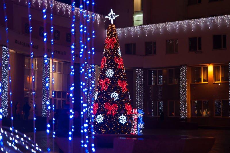 Предновогодний Белгород в огнях и ожидании снега (фото) - фото 5
