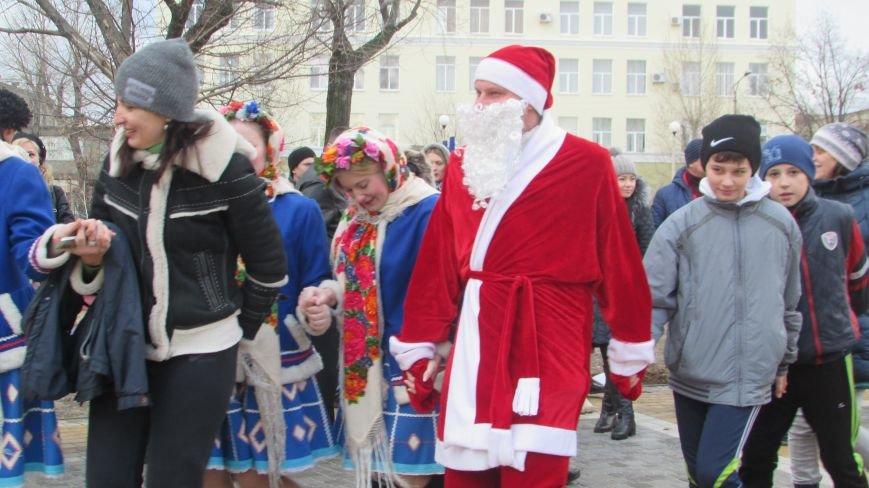 В северодонецком сквере Гоголя показали спектакль «Ночь перед Рождеством» (ФОТО), фото-9
